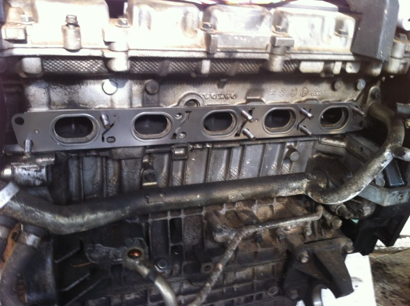 Exhaustgasket on 98 Volvo S70 Glt